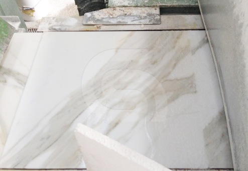 calacatta-gold-white-marble-tile