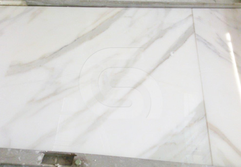 calacatta-gold-white-marble-tiles