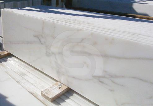 calacatta-marble-slabs