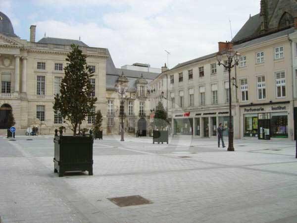 Portuguese limestone paving / drain grates / gutters